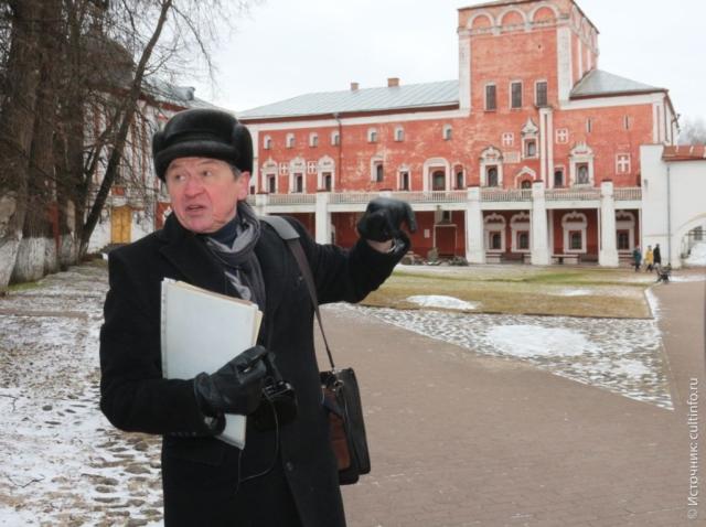 Вологда: экскурсовод А. Сазонов, на обзорной экскурсии по Вологде, Вологодский Кремль