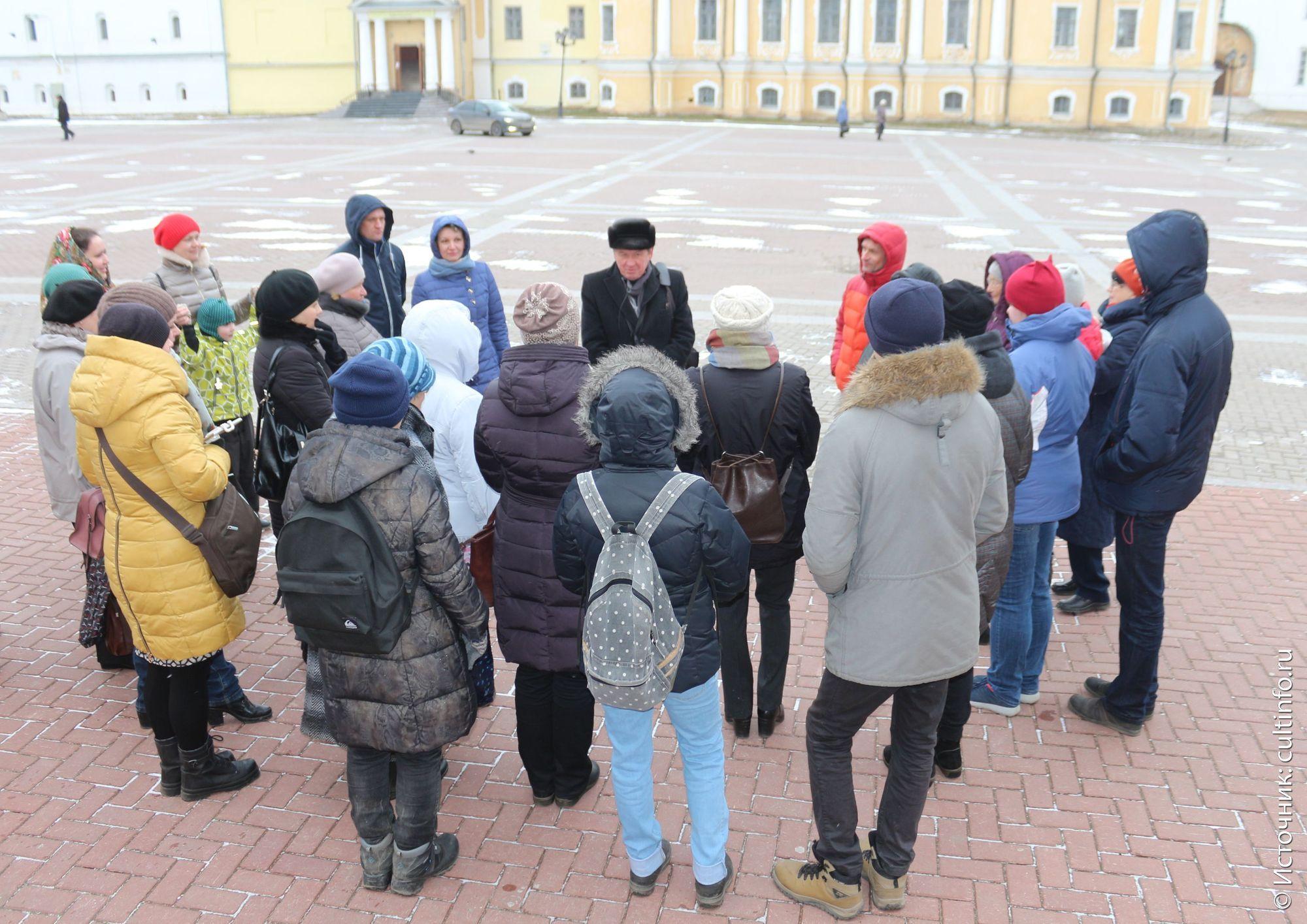 Вологда: экскурсовод А. Сазонов, на обзорной экскурсии по Вологде